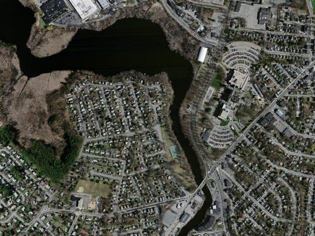реальный спутниковый снимок района